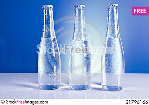Free Bottles With Water Drops Royalty Free Stock Image - 21796166