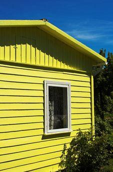 Free Small Yellow Summerhouse Royalty Free Stock Image - 2180686