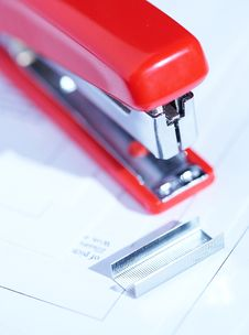 Free Stapler With Staples Royalty Free Stock Image - 2182616