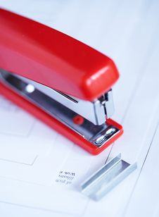 Free Stapler With Staples Stock Photography - 2182622