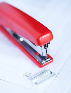 Free Stapler With Staples Royalty Free Stock Image - 2182626