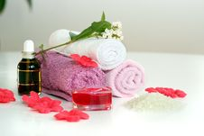 Free Pink Bath Accessories Stock Image - 2185921