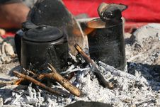 Free Tea Prepared On A Fire Royalty Free Stock Image - 2189256