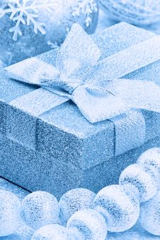 Free Christmas Gift Box In Blue Tone Royalty Free Stock Images - 21803569