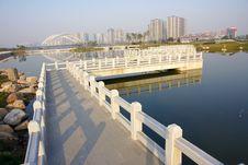 Free Walking Bridge Royalty Free Stock Photography - 21811337