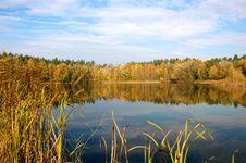 Free Autumn Lake Royalty Free Stock Photography - 21817537