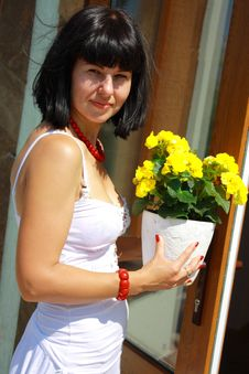 Free Women With The Geranium Stock Photo - 21824200