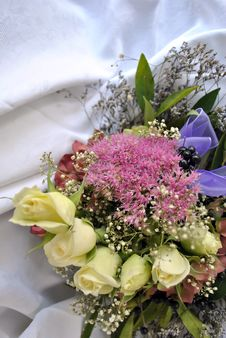 Free Flower Arrangement Royalty Free Stock Image - 21889426