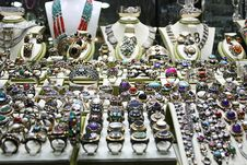 Free Silver Jewelery Shop Royalty Free Stock Photography - 21894927