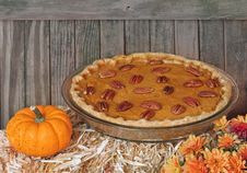 Free Autumn Pumpkin Pie Royalty Free Stock Photography - 21899267