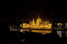 Free Parliament Building In Budapest Royalty Free Stock Image - 21907456