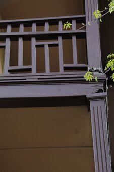 Free Broken Wood Railing Of Porch, Birds Nest Adventure Stock Photos - 219148933