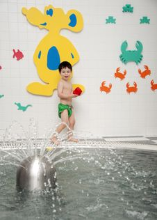Free Child Playing With Water Royalty Free Stock Photo - 21943775