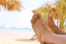 Free Sandy Woman Feet On The Beach Royalty Free Stock Image - 21957856