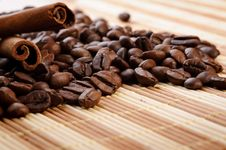 Free Handful Aromatic Coffee Beans Royalty Free Stock Photography - 21960047