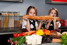 Free Two Little Girl In The Kitchen Royalty Free Stock Photo - 21977535