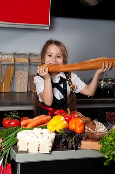 Free The Little Girl In The Kitchen Stock Images - 21977544