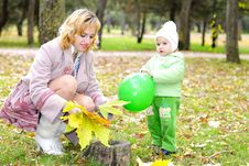 Free Small Beautiful Girl In Green Suit With Mother Royalty Free Stock Photo - 21984535