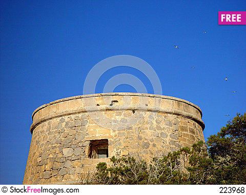 Free Old Spanish Tower With Birds Royalty Free Stock Photos - 223968