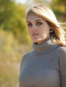Free Blonde Model Outside Royalty Free Stock Photography - 2205477
