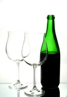 Free Two Wine Glasses With Red Wine Royalty Free Stock Images - 2207509