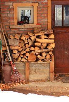 Free Log Pile Royalty Free Stock Photos - 22000038