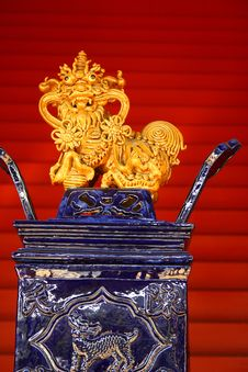 Free Chinese Porcelain Lion Decoration Stock Photography - 22003942