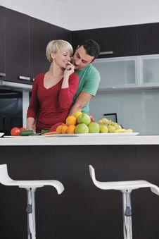 Free Young Couple Have Fun In Modern Kitchen Royalty Free Stock Photos - 22004048