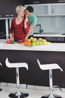 Free Young Couple Have Fun In Modern Kitchen Royalty Free Stock Photography - 22004137