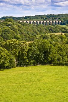 Free Viaduct Over Welsh Valley Royalty Free Stock Photo - 22013395