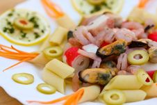 Free Pasta With Seafood Royalty Free Stock Images - 22013609