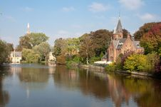 Kasteel Minnewaterpark And Love Lake At Brugge Royalty Free Stock Images