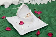 Free Wedding Rings Royalty Free Stock Photography - 22032627