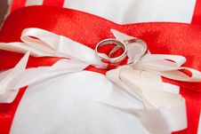 Free Cushion With Wedding Rings Royalty Free Stock Image - 22036416