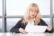 Free Mid Adult Woman  Work With Documents Royalty Free Stock Photos - 22064048