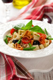 Free Heart-shaped Pasta With Vegetables Royalty Free Stock Image - 22073826