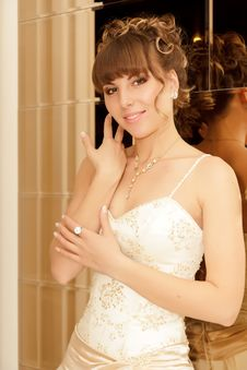 Free A Portrait Of A Beautiful Happy Bride Royalty Free Stock Photos - 22077888