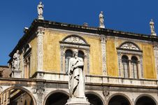 Free Dante Square Of Verone - Piazza Dante A Verona Stock Photos - 22090233