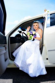 Free Happy Bride In Wedding Limousine Stock Photo - 22109950