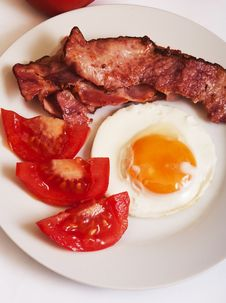 Free Fried Egg With Bacon And Tomato Royalty Free Stock Photo - 22112615