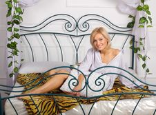 Free Lovely Girl On The Bed Royalty Free Stock Photos - 22132508