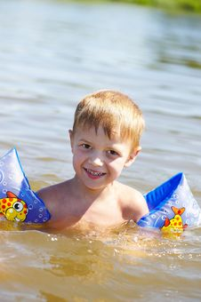 Free Child Is Bathed Royalty Free Stock Image - 22169366