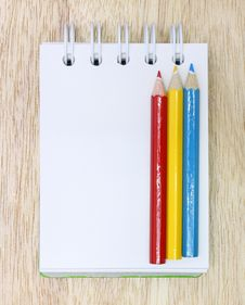Free Color Pencil And Notebook Stock Image - 22186041