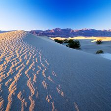 Free Sand Dunes Royalty Free Stock Photography - 2221327