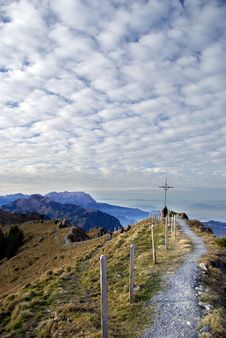 Free Cloudy Mountain Ridge Stock Photography - 22228382