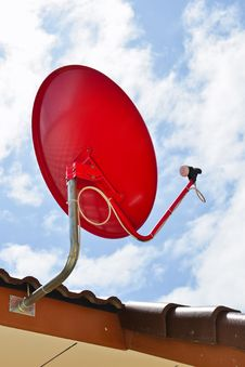 Free Red Satellite Dish Royalty Free Stock Images - 22246059