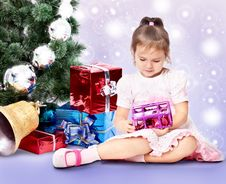 Free Beautiful Girl With A Christmas Tree Royalty Free Stock Images - 22257479