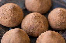 Free Chocolate Truffles With Cocoa Royalty Free Stock Image - 22264136