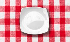 Free White Plate On Red Checked Fabric Tablecloth Royalty Free Stock Photography - 22269557