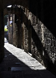 Narrow Street In San Gimignano Stock Images